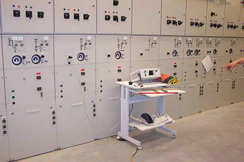 Photo 7. 15 kV SF6 switchgear that relies on a camera for visible isolation.