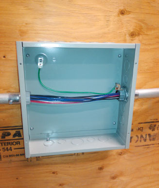 Photo 3. Reducing washers are no longer allowed to be used to maintain the bonding connection between a raceway of cable connector and an enclosure. Note the use of a bonding bushing and bonding conductor to satisfy new Subrule (2) of Rule 10-606.